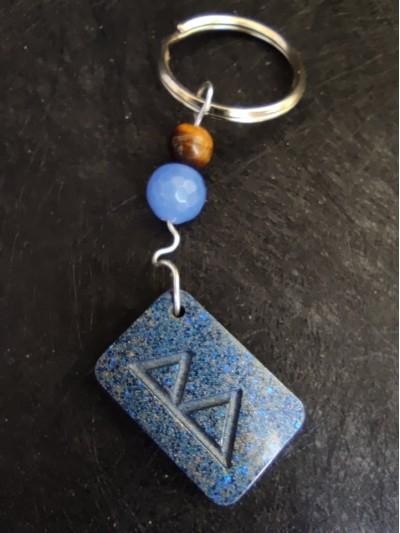 Оргонит ключодържател с руна за любов брак и деца с естествени камъни - Berkana