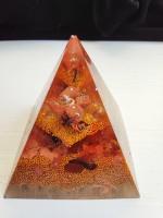 Оргонит пирамида за късмет в бизнеса със слънчев камък планински кристал и златен прах размер XL