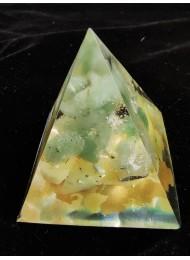 Оргонит пирамида за пари и късмет с нефрит пренит и оливин размер М
