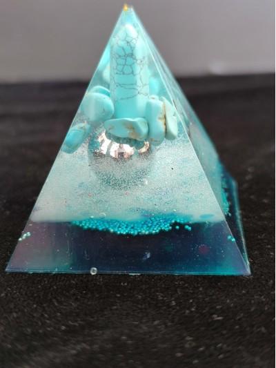 Луксозна оргонит пирамида с пойнтер тюркоаз за щастие и защита размер L