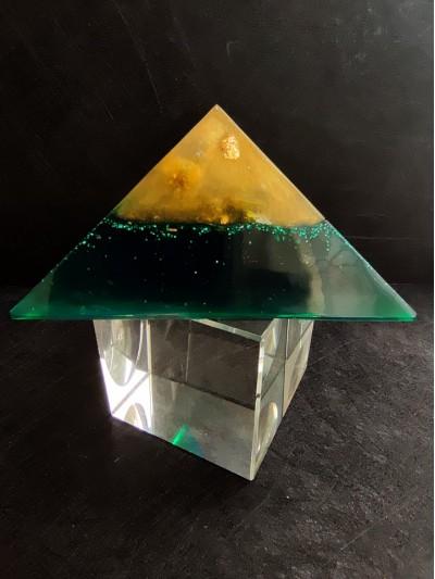 Пирамида Оргонит за Пари от бизнес с нефрит, цитрин и златен варак