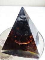 Пирамида оргонит за защита с Морион, Оникс и мед размер L