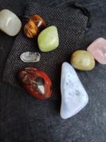 Камъни за чакри и медитация