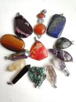 Медальони и амулети от полускъпоценни камъни
